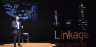 To Linkage Network, η πρότυπη σχολή ηγεσίας για στελέχη επιχειρήσεων στην Ελλάδα, παρουσίασε τον περίφημο Αστροναύτη της NASA, Dr Scott Parazynski σε μια ξεχωριστή ομιλία, σε περισσότερα από 700 στελέχη ελληνικών επιχειρήσεων.